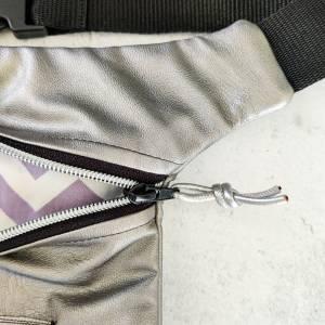 Hüfttasche aus supersoftem Kunstleder in GOLD METALLIC Bild 5