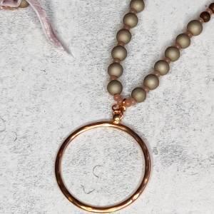 Halskette aus Glasperlen mit Anhänger in rosegold Bild 3