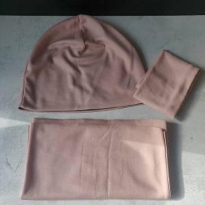 Mütze, Loop und Stirnband in zartem rosa Bild 5