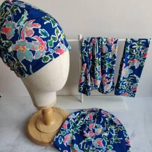 Mütze, Loop und Stirnband in blau mit Blumen Bild 4