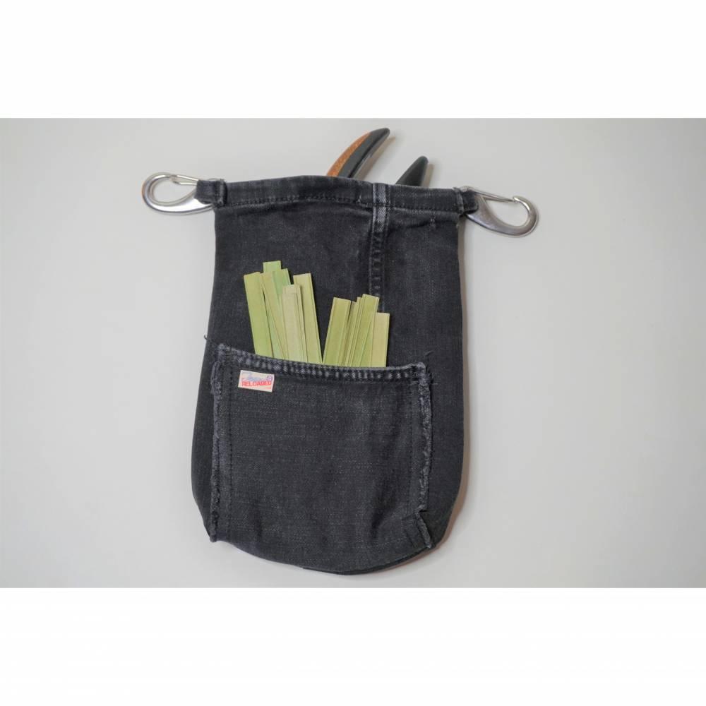 Hüfttasche für die Gartenschere aus Jeans mit extra Täschchen für Anbindedrähte  Bild 1