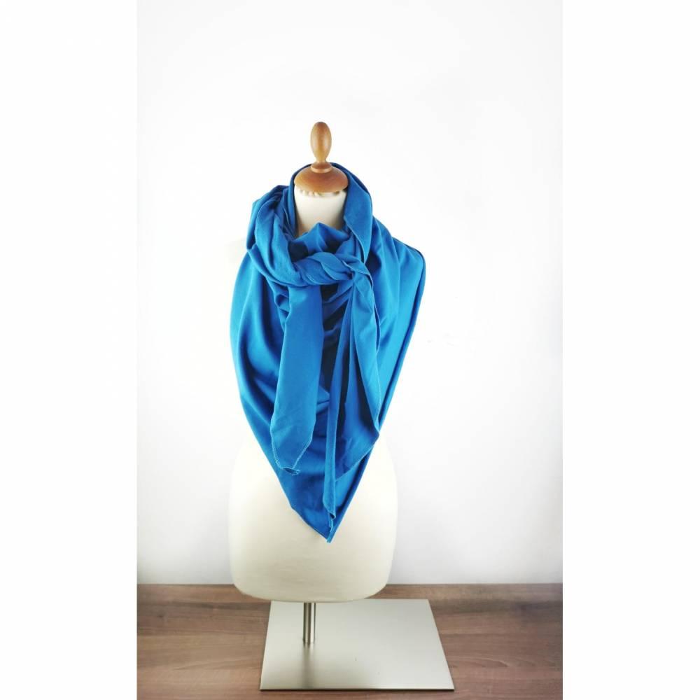 Großes, kuschliges Dreiecktuch / Schultertuch in Blau aus Sweatstoff in zertifizierter Qualität.  Bild 1