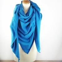 Großes, kuschliges Dreiecktuch / Schultertuch in Blau aus Sweatstoff in zertifizierter Qualität.  Bild 2