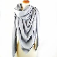 Großes, kuschliges Dreiecktuch / Schultertuch in Grau aus Sweatstoff in zertifizierter Qualität Bild 2