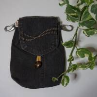 Upcycling Hüfttasche aus Jeans mit Karabinern für Hosenbundschlaufen, auch für Männer geeignet  Bild 1