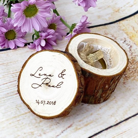 Hochzeit Ringkissen aus Holz mit Wunschgravur auf dem Deckel Bild 1