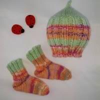 Frühchen, Babysocken, Set aus Mütze und Socken für Frühgeborene Babys Bild 2