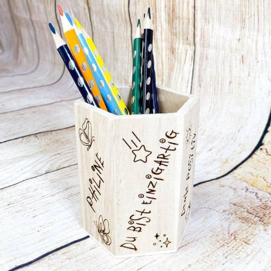 Stiftehalter für die Einschulung, Schulbedarf, personalisiertes Geschenk, sechsseitige Gravur, Namensgravur Bild 1