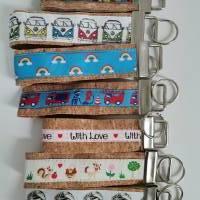 Schlüsselanhänger,  Schlüsselband, Taschenbaumler, Taschenanhänger aus Kork Bild 1