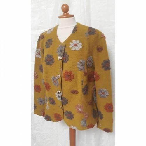 Herbstliche Walk-Jacke aus sonnengelbem Wollwalk mit Blumenmuster, Gr. L-XL