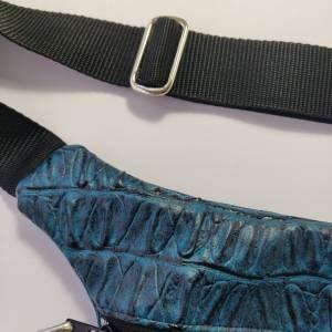 Hüfttasche  aus blauem Kunstleder in CAIMAN Optik Bild 3