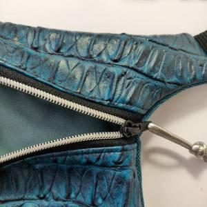 Hüfttasche  aus blauem Kunstleder in CAIMAN Optik Bild 4