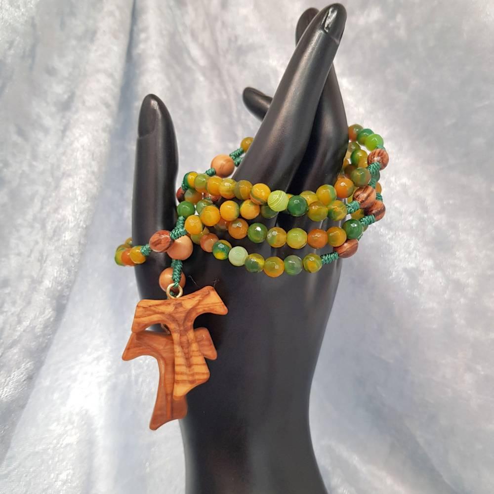 Rosenkranz aus grünen facettierten Achatperlen, Olivenholzkreuz mit geschnitztem Korpus Bild 1