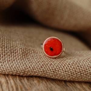 Lässiger Ring mit orange-roter Keramik an silberfarbener Ringschiene - kleines Geschenk für die Kollegin Bild 3