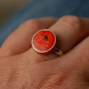 Lässiger Ring mit orange-roter Keramik an silberfarbener Ringschiene - kleines Geschenk für die Kollegin Bild 4