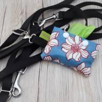 Hundekotbeutelspender aus Wachstuch, Kotbeutelspender, Schietbüddelspender, Hundetütentasche, Blumendekor Bild 1