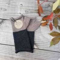 Armstulpen - Handstulpen - Pulswärmer aus Wolle (Merino) - anthrazit / beige Bild 1