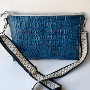 Crossbag aus genarbtem Kunstleder CAIMAN petrolblau Bild 6