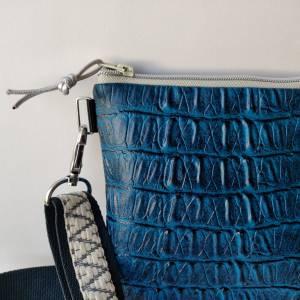 Crossbag aus genarbtem Kunstleder CAIMAN petrolblau Bild 9