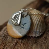 Echte Silberkette mit einem maritimen Keramik-Kettenanhänger und einem silbernen Segelboot Bild 2