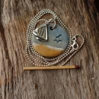 Echte Silberkette mit einem maritimen Keramik-Kettenanhänger und einem silbernen Segelboot Bild 6