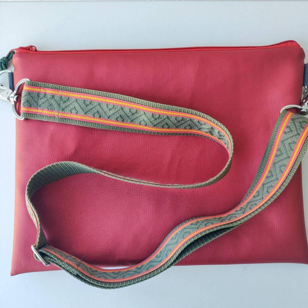 Umhängetasche  aus Kunstleder in terracotta rot Bild 1
