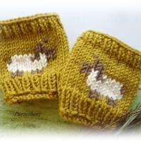 1 Paar handgestrickte Pulswärmer/Armstulpen mit Schafbock für Babys/Neugeborene - Handstulpen,Geschenk,Taufe,Geburt,oliv Bild 1