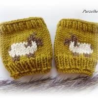 1 Paar handgestrickte Pulswärmer/Armstulpen mit Schafbock für Babys/Neugeborene - Handstulpen,Geschenk,Taufe,Geburt,oliv Bild 2