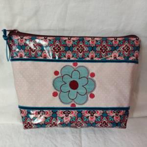 Kosmetiktasche im Blumendesign aus beschichteter Baumwolle Bild 1