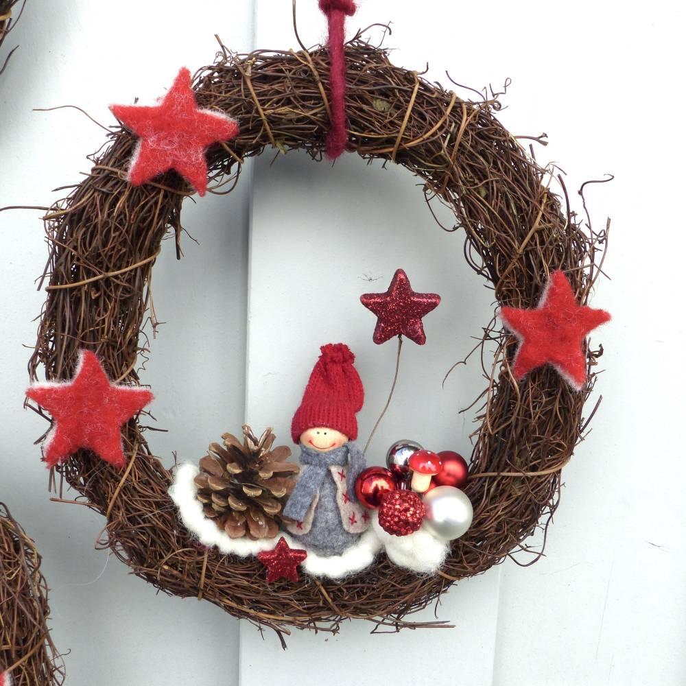 Türkranz aus Weide, Winterkranz, Deko-Kranz für den Winter, Adventskranz mit Wichtel, Naturkranz für Weihnachten Bild 1