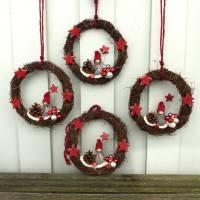 Türkranz aus Weide, Winterkranz, Deko-Kranz für den Winter, Adventskranz mit Wichtel, Naturkranz für Weihnachten Bild 3