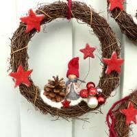 Türkranz aus Weide, Winterkranz, Deko-Kranz für den Winter, Adventskranz mit Wichtel, Naturkranz für Weihnachten Bild 4