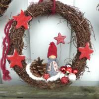 Türkranz aus Weide, Winterkranz, Deko-Kranz für den Winter, Adventskranz mit Wichtel, Naturkranz für Weihnachten Bild 7