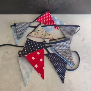 Wimpelkette aus blauen und roten gemusterten Stoffen Bild 3