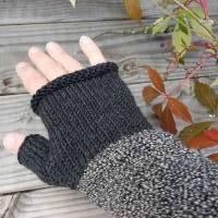 Armstulpen - Handstulpen - Pulswärmer aus Wolle (Merino) - anthrazit / grau Bild 3