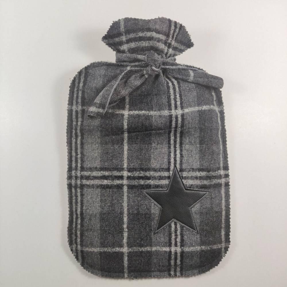 Wärmflasche mit kariertem Bezug in schwarz/grau Tönen Bild 1