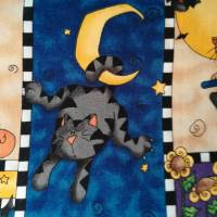 Motivstoff Happy Halloween, kleine Hexe und ihre Gefährten. MM Fabric Bild 3