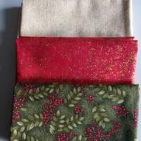 Patchworkstoff kleine rote Christrosen  auf grünem Hintergrund von Fabri Quilt Saison Greetings 216 Nr. 41 Bild 6