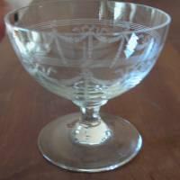 9 Sherry / Likör Gläser mit wunderschöner Nadelgravur aus den 30er Jahren  Bild 2