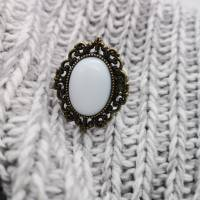 Ring mit weißem Porzellan Cabochon Bild 1