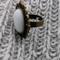 Ring mit weißem Porzellan Cabochon Bild 2