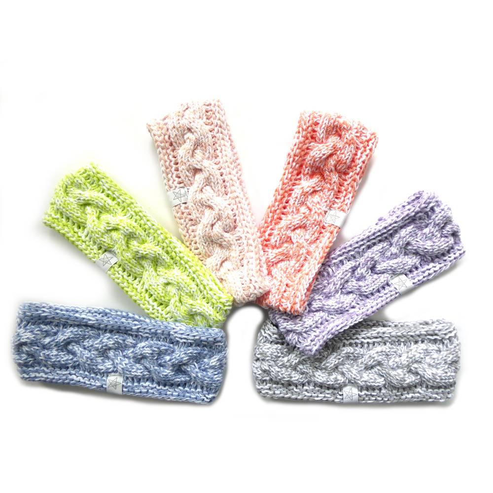 Stirnband mit Zopfmuster von Hand gestrickt aus Baumwolle zweifarbig mit weiß, auf Wunsch mit Fleece gefüttert Bild 1