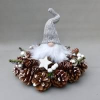 Advents-Gesteck/ Adventskranz mit Wichtel, weiß-silber-farbene  Weihnachts-Tisch-Deko Bild 6