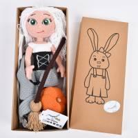 Handgefertigte gehäkelte Puppe Hexe Patricia aus Baumwolle Bild 10