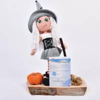 Handgefertigte gehäkelte Puppe Hexe Patricia aus Baumwolle Bild 8