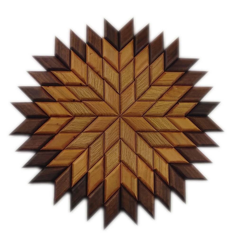 Großer Stern Sonne Energie Kraft Symbol Natur Mosaik aus Holz massiv Nussbaum Eiche Buche hangemacht Bild 1