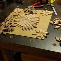 Großer Stern Sonne Energie Kraft Symbol Natur Mosaik aus Holz massiv Nussbaum Eiche Buche hangemacht Bild 7