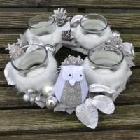 Adventskranz aus Holz in Natur-Weiß-Silber mit Eule Bild 1