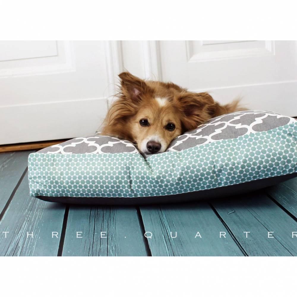 Hundekissen, Hundebett, mint, grau, Muster, weiß, hellgrau, shabby chic, Hund, Katze, Schlafplatz, geometrisch, weich, gemütlich Bild 1
