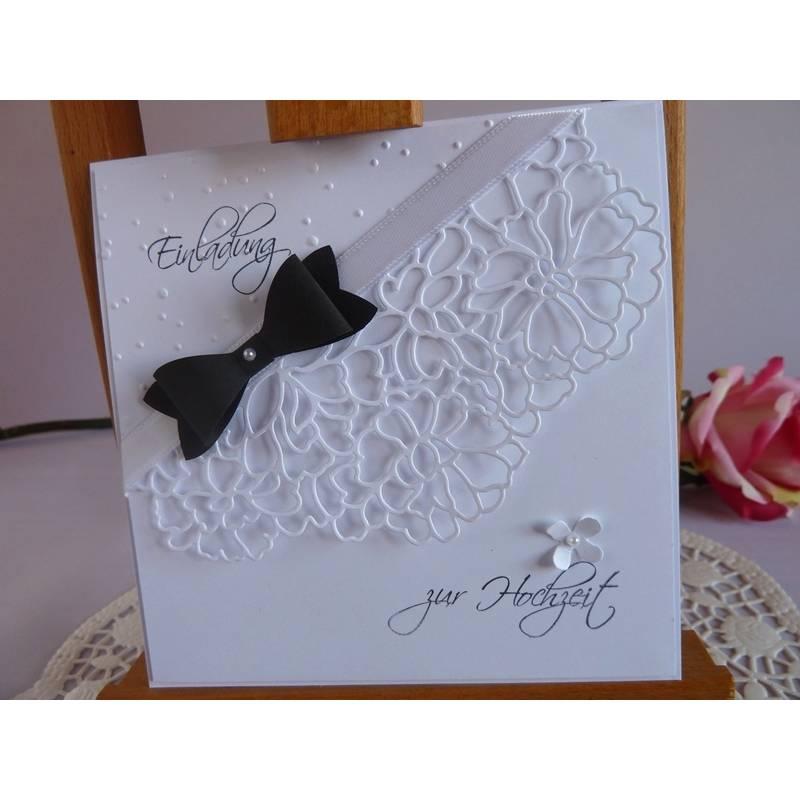 Einladungskarte zur Hochzeit in weiß mit schwarzer Fliege und Spitzenelement Bild 1